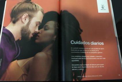 Natura, otro catálogo minorista , no parece enfrentar los mismos desafíos. Sus catálogos, impresos en Colombia, presentan modelos latinos casi exclusivamente. En este caso, los brasileños Tiago Mendes y Yasmin Estevan.